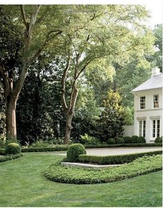 This can be accomplished with Boxwoods or Dwarf Yaupons and Ivy or Asiatic Jasmine as the ground cover. Formal Gardens, Outdoor Gardens, Beautiful Gardens, Beautiful Homes, Garden Pool, Sloped Garden, Garden Bed, White Gardens, Front Yard Landscaping