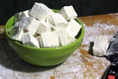 So Easy! Homemade Marshmallow Recipe >> http://blog.diynetwork.com/maderemade/how-to/make-your-own-marshmallows/?soc=pinterest