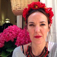 Sandra, a lo Frida Kahlo, con su corona de flores de Le Voilà