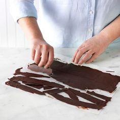 Yule Log, Chocolate Art, Chocolate Decorations, Taste Of Home, Sponge Cake, Christmas Cookies, Baked Goods, Gingerbread, Noel