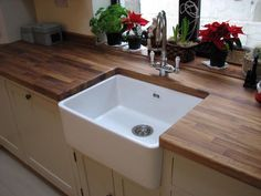 Add timeless country-kitchen charm to your home with this stunning fireclay Belfast sink. White Ceramic Kitchen Sink, Ceramic Sink, Country Kitchen, New Kitchen, Kitchen Decor, Farmers Sink Kitchen, Belfast Sink, Faux Granite, Wood Countertops