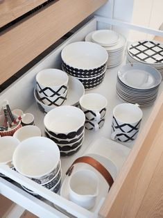 But those Marimekko tableware pieces. Kitchen Dining, Kitchen Decor, Kitchenware, Tableware, Marimekko, Dream Decor, Kitchen Organization, Home Renovation, Home Kitchens