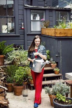 Earlier today we visited clothing designer Courtney Klein at home, in the edible backyard garden she and her husband created from scratch in San Francisco's Mission District. Here's how to recreate the look: