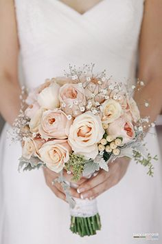 Beautiful peach bouquet. A Thoughtful Peach and Mint DIY Wedding from Lucy Leonardi Photography