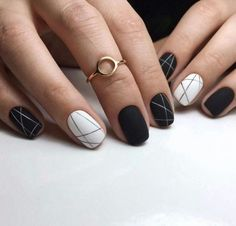 30 Black Nail Designs That Are Anything but Goth How to apply nail polish? Nail polish on your friend's nails looks perfect, however, you can't apply nail Black Acrylic Nails, Matte Nails, Stiletto Nails, Coffin Nails, Matte Gel, Gradient Nails, Black Nail Designs, Acrylic Nail Designs, Nail Art Designs