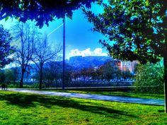 Boa tarde :D Regressou o céu azul e quase se poderia dizer o Verão já que a temperatura de agora à tarde anda à volta dos 18º C. em Arcos de #Valdevez. A imagem foi registada neste momento e mostra o pontilhão do Sobreiro com a vila em fundo. O reino da paz e tranquilidade! - http://ift.tt/1MZR1pw -