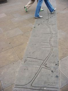 "A road from Chelsea to St James Park Gate"" engraved map found on the pavement of Duke of York Square, Chelsea (London)"