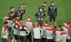 L'entraîneur de la Croatie, Niko Kovac avcec ses joueurs lors d'une séance d'entraînement à l'Arena Corinthians de Sao Paulo. Ph : AFP