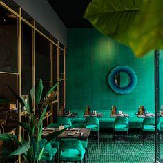 A restaurant in Utrecht, Netherlands Nomades Wallpaper Sari VP 895 61 Design Bar Restaurant, Deco Restaurant, Cafe Design, Interior Design, Brick Room, Greens Restaurant, Green Cafe, Cocktails Bar, Decoration Entree