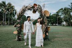 Casamento boho em tarde agradável e cheia de amor na Bahia – Lore Bohemian Theme, Wedding Pics, Wedding Ideas, Weeding, Backdrops, Afternoon Wedding, Boho Wedding, Outside Wedding, Courthouse Wedding