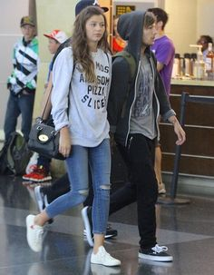 Eleanor and Louis at JFK airport. I think there so cute together! Perfect Couple, Best Couple, Boys Who, My Boys, Louie Tomlinson, Louis And Eleanor, Eleanor Calder, The Girlfriends, Louis Williams