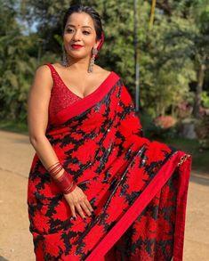 Monalisa posing in red saree Beautiful Bollywood Actress, Most Beautiful Indian Actress, Indian Actress Hot Pics, Indian Actresses, Hot Actresses, Beauty Full Girl, Beauty Women, Red Saree, Sari