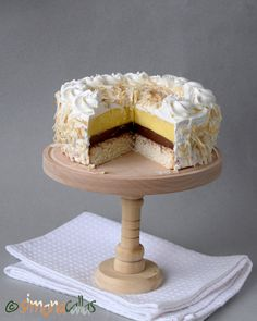 Tort cu cocos vanilie ciocolata si frisca Romanian Desserts, Romanian Food, Baby Food Recipes, Cookie Recipes, Dessert Recipes, Dessert Ideas, Coconut Sponge Cake, Chocolate Ganache, Chocolate Recipes