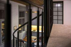Így lett menő stúdiólakás egy lepusztult pesti otthonból