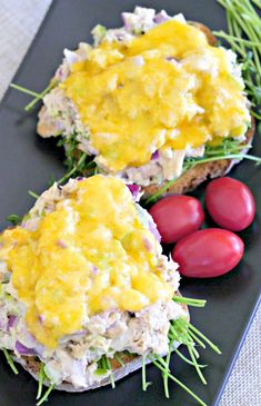 Tuna melts are popular because they make a hearty lunch. Packed with protein, omega 3 fatty acids, B vitamins and fiber makes this sandwich nutritious as well. This delicious cheesy tuna melt is made without mayonnaise making it a lighter option. Gluten Free Buns, Gluten Free Snacks, Gluten Free Dinner, Vegan Gluten Free, Gluten Free Recipes, Vegan Recipes, Tuna Melt Sandwich, Tuna Melts, Healthy Options