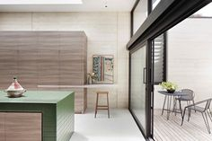A green-tiled kitchen island is the focal point in an organic-modern contemporary wood kitchen design at Layer House by Robson Rak architects, Australia. Patio Interior, Kitchen Interior, Interior Design, Industrial House, Modern Industrial, Modern Kitchen Tiles, Recycled Concrete, Timber Slats, Australian Homes