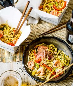 Try our yaki soba noodles with king prawns. This stir fry noodles recipe is an easy yakisoba noodles recipe with prawns. Make our easy prawn stir fry recipe Linguine Recipes, Easy Pasta Recipes, Spaghetti Recipes, Fish Recipes, Asian Recipes, Dinner Recipes, Healthy Recipes, Ethnic Recipes, Yummy Recipes