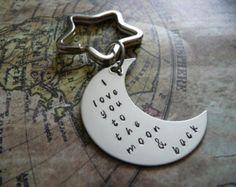 Porte-clés métal estampillé, lune trousseau de la main, je t'aime à la lune et le dos, le cadeau de la Saint-Valentin