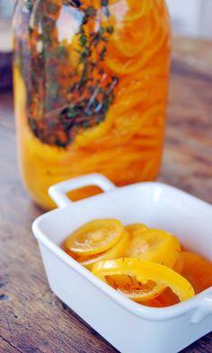 Chiles manzano en escabeche aromático y fresco queda deliciosos en cualquier platillo.
