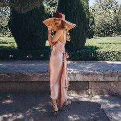 """1,013 Me gusta, 40 comentarios - Carmen Catalán ✨ (@bridalada) en Instagram: """"Empezamos la semana con un sofisticado vestido de @mrjuanvidal combinado con una pamela XXL de…"""" Satin Dresses, Gowns, Simple Wardrobe, Cocktail Outfit, Playing Dress Up, Street Style Women, Evening Dresses, Fashion Looks, Bridesmaid Dresses"""