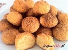 Podoba Ci się ten przepis? Udostępnij: Małe, okrągłe ciasteczka z wiórkami kokosowymi, zwane popularnie kokosankami to jedne z moich ulubionych słodkich przysmaków.…