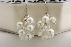 White and crystal cluster earrings. Grapevine earrings door Fedaro