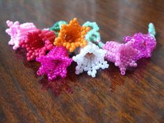 """3D """"Pretty Bells"""" Beading Pattern - FREE - From Bead Magic  #heartbeadwork    I think they look like Tulips.  Only visual diagram instructions.  Might try this when I'm braver or feeling adventurous ... Christie, you want to give it a try? Bet you can do it!!"""