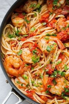 Spicy Shrimp Pasta with Tomatoes and Garlic A+ This dish is Delicious! Used zoodles instead of pasta Spicy Shrimp Pasta, Garlic Pasta, Shrimp Pasta Recipes, Seafood Recipes, Dinner Recipes, Garlic Jar, Parmesan Shrimp, Shrimp Linguine, Garlic Parmesan