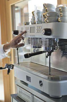 VINCENT Kaffeekultur // VINCENT coffee culture Coffee Culture, Espresso Machine, Coffee Maker, Kitchen Appliances, Vacation, Espresso Coffee Machine, Coffee Maker Machine, Diy Kitchen Appliances, Coffee Percolator