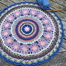Mandala with us. The Queen Mandala is designed by Annamarie Esterhuizen - Proudly South African. You can order the MoYa yarn from the online shop.