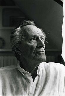 Jean-François Lyotard, né à Versailles le 10 août 1924 et mort à Paris le 21 avril 1998, est un philosophe français associé au post-structuralisme et surtout connu pour son usage critique de la notion de postmoderne.