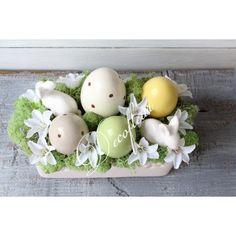 Wielkanocny stroik z porcelanowymi jajkami