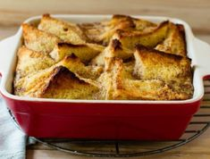 This so-called poor man's pudding is a great way to use leftover bread. The Rhodes quick and easy bread & butter pudding adds a dollop of apricot jam. Poor Mans Pudding, Rhodes Bread, Easy Dinner Recipes, Dessert Recipes, Malva Pudding, Bread And Butter Pudding, Easy Bread, Fresh Bread, Pudding Recipes