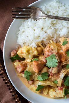 Schnelles Curry mit Gemüse. Denk an Reis. Das ist gut!