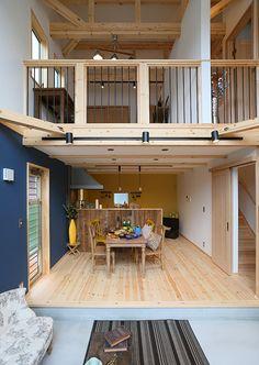 ロフト付き平屋,LOAFERの物件実例ページです。埼玉県のヴィンテージヴァリューの物件です。カフェ+アンティークな可愛い内観は、女性必見!別荘の様な広い庭と、3連窓、ウッドデッキの組み合わせは、カフェ好きな女性やアンティークが好きな方に人気です。 Metal Barn Homes, Metal Building Homes, Pole Barn Homes, Building A House, Loft Design, House Design, Barn Loft, Pole Barn House Plans, Barndominium Floor Plans