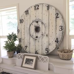 Little Farmstead: DIY Farmhouse Wood Spool Clock Farmhouse Style Kitchen, Farmhouse Decor, Wood Spool, Diy Clock, Eclectic Decor, Barn Wood, Diy Furniture, Diy Home Decor, Country Living