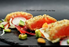 Salmon tataki, marinated in Bardolino Chiaretto and crumbed in almonds, with a salad of raw vegetables and sliced paper thin. A light meal, not too laborious and effect. Se vi p… Salmon Pasta, Sour Cream Pancakes, Salmon Tartare, Creamed Peas, Marinated Salmon, Dried Vegetables, Brunch, Fresh Pasta