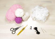 Free amigurumi owl crochet pattern, illustrated with step by step by photos. Diy Crochet Owl, Owl Crochet Pattern Free, Baby Knitting Patterns, Crochet Motif, Free Crochet, Free Pattern, Small Owl, Owl Patterns, Stuffed Bear