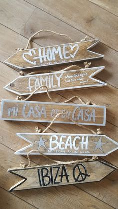 Beach Signs Wooden, Driftwood Signs, Fun Crafts, Diy And Crafts, Wooden Wall Decor, Directional Signs, Ways To Recycle, Ibiza Fashion, Deco Table