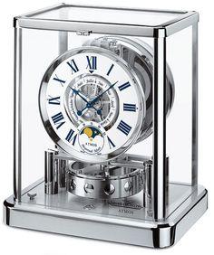 一般的に時計を動かすには電源を用意したりゼンマイを巻き上げたりといった作業が必要ですが、そういった人の手助けを必要とせずに動き続けることができる時計が、高級時計マニュファクチュール「ジャガー・ルク