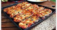 Aubergines à la Parmigiana (for 4 people) 3 eggplants 1 can of tomatoes c . Roasting Beets In Oven, Italian Street Food, How To Peel Tomatoes, Cuisine Diverse, Vegetarian Recipes, Healthy Recipes, Roasted Beets, Latin Food, Dose