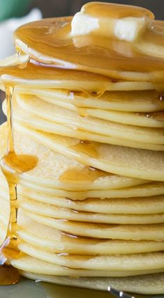 My Dad's 3 Ingredient Pancakes recipe has been passed down for 5 generations, and is sure to live on forever. Brunch Buffet, Breakfast Buffet, What's For Breakfast, Best Breakfast Recipes, Brunch Recipes, No Cook Desserts, No Cook Meals, How To Cook Pancakes, Waffle House