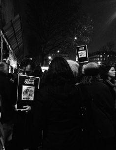 Notre journaliste mode Sylvia Jorif a réagi à chaud sur les réseaux sociaux à l'annonce de l'attentat de « Charlie Hebdo » mercredi soir. Découvrez son texte en hommage à la liberté d'expression. http://www.elle.fr/Societe/News/Que-faire-a-part-pleurer-2874642