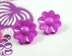 Flower Plastic Buttons - Purple Pink Flower in Full Bloom Plastic Buttons. 10 in a set, 0.63  inch by Lyanwood, $3.00