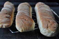 Najlepsze bagietki pszenne - Damsko-męskie spojrzenie na kuchnię Food And Drink, Pizza, Cooking Recipes, Bread, Baking, Pastries, Kitchens, Bakken, Backen