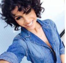 Nazanin Mandi her curls