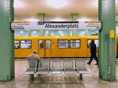Die U 5 am U-Bahnhof Alexanderplatz U Bahn Station, Train Station, Berlin Today, Bahn Berlin, City Vibe, Berlin City, S Bahn, City Aesthetic, Urban Architecture