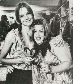 Michelle Phillips and Mama Cass ♥✤ Loved the mamas and the Papas...So sad when cass died...Legends that I trhink would have keprt going strong.....