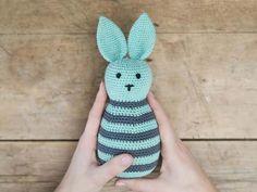 Volgens Anna is haken een goede manier om je geest gezond en ontspannen te houden. In deze video laten Anna en www.ojhæklerier.dk zien hoe je sierlijke.. | Søstrene Grene Crochet Diy, Crochet Amigurumi, Crochet For Kids, Amigurumi Doll, Crochet Hats, Crochet Rabbit, Anna, Spring Crafts, Stuffed Toys Patterns