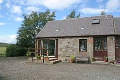There cannot be any more luxurious spots than this comfortable self-catering cottage in Scotland !